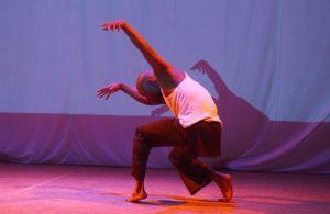 Pline Mounzeo, modern dancer